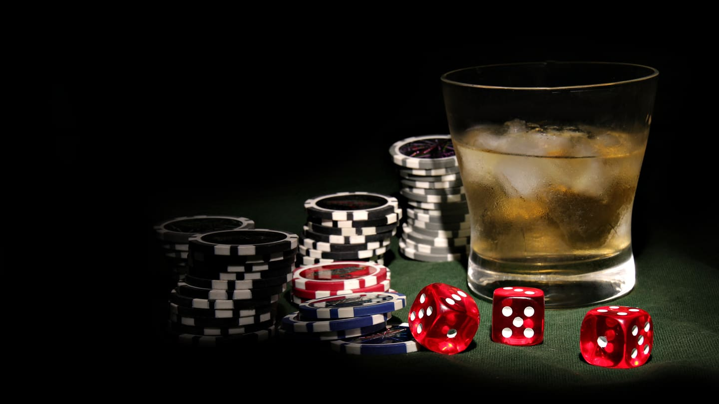The Many Benefits of Playing Poker Online