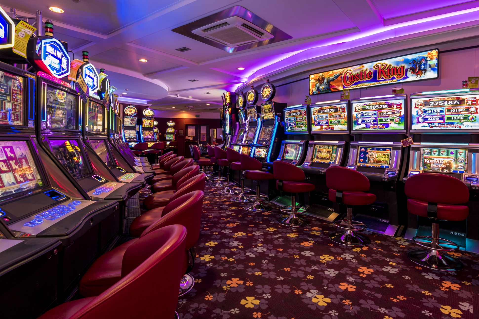 Get complete satisfaction on playing casino games online