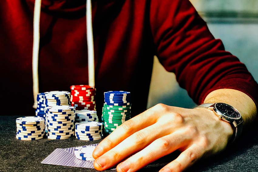 Discuss the risks involved with playing online casino games